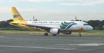 フィリピン人パイロット候補生プログラムを開始するセブ・パシフィック航空の旅客機=ニノイ・アキノ国際空港(NAIA、NNA撮影)