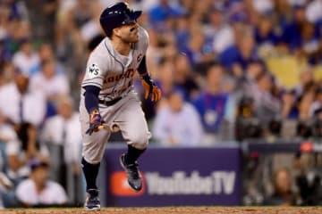 延長10回に勝ち越し本塁打を放ったアストロズ・アルトゥーベ【写真:Getty Images】