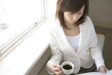 コーヒーには集中力、記憶力を高めたり、抗ガン作用、ダイエット効果など種々の効能がありますが、コーヒーの飲みすぎは、カフェイン中毒、依存といった心の病気である可能性も。コーヒー中毒について解説します