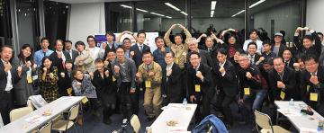 PIT第意1部が珍しく時間通りに終了したので、久しぶりに参加者皆さんの記念写真を撮影。今回はドローンに係る「手続き」がテーマのせいか、参加者の集中度は高かった=11月27日、東京・大手町
