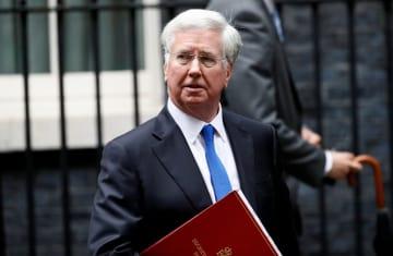 閣議後、首相官邸を出るファロン英国防相=6月、ロンドン(ロイター=共同)