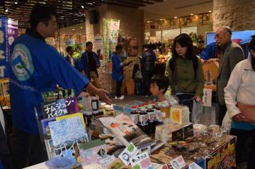 福岡市で開かれている環霧島物産展