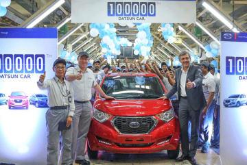 インドでのダットサン・ブランドの生産台数が10万台に達した=9日、タミルナド州オラガダム(日産モーター・インディア提供)