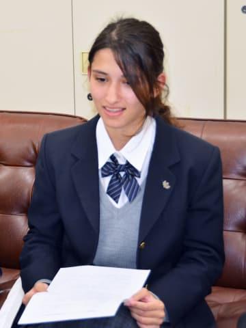 宮城県庁で記者会見するドゥワディ・アバさん=16日午後
