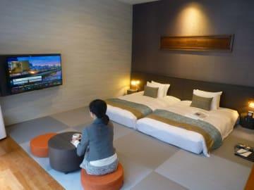 東急ステイが京都市に開業する中長期の滞在型ホテルの客室=21日