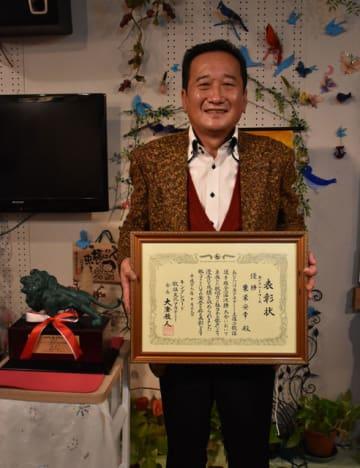 キングレコード歌謡選手権全国決勝大会エメラルドコースで優勝した粟栄さん