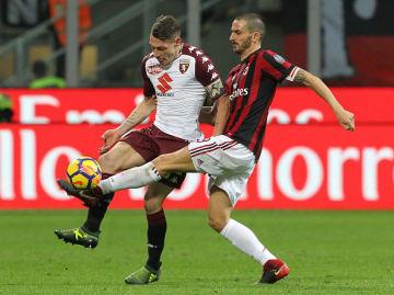 試合中は手加減なしの激しいデュエルを繰り広げたベロッティ(左)とボヌッチ(右)photo/Getty Images