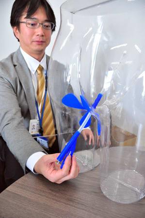 国立がん研究センターなどと共同開発した医療機器を持つ産学連携研究所の隅田社長(京都市左京区・イノベーションハブ京都)