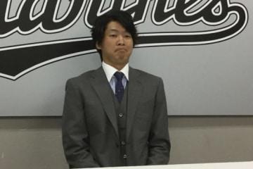 契約更改に臨んだロッテ・二木康太【写真:細野能功】
