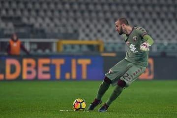 フリーキックを蹴るバンヤ・ミリンコビッチ・サビッチ photo/Getty Images