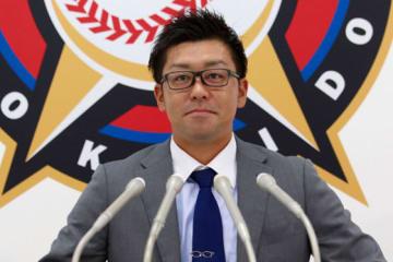 契約更改交渉に臨んだ日本ハム・黒羽根【写真:石川加奈子】