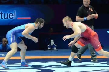 """今年8月に実現したオリンピック王者同士の対戦(右がスナイダー)。世界のレスリング界を沸かせた両者がイランで""""競演""""する"""