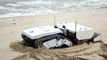 PTTEPとプリンス・オブ・ソンクラー大が共同開発したビーチ清掃ロボット(PTTEP提供)