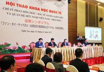 15日、ベトナム中部ゲアン省ビンで開かれたファン・ボイ・チャウと浅羽佐喜太郎の生誕150年を記念した国際シンポジウム(共同)