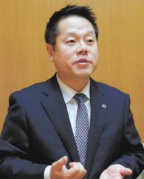 新井田昇(にいだ・のぼる)慶大卒。2003年入社。取締役海外事業部長、常務経営管理本部長兼海外事業本部長などを経て17年6月副社長に就任。海外事業室長を兼務する。44歳。会津若松市出身。