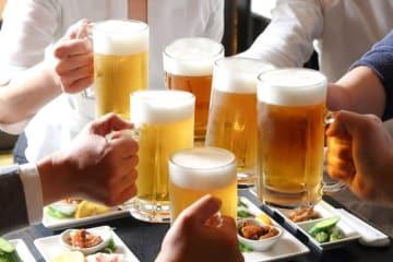 飲み会やパーティーでの交流は楽しいものですが、その反面、初対面の人と話すのが苦痛だという人もいますよね。
