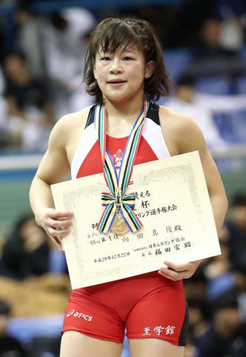 女子55キロ級で昨年の53キロ級に続き、2年連続2度目の優勝を果たした向田真優=駒沢体育館