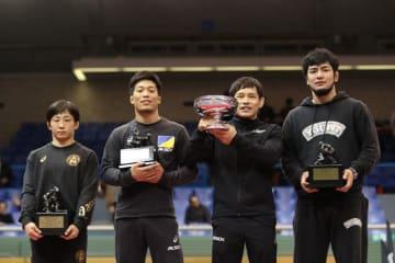 天皇杯受賞の高橋侑希(右から2人目)と個人賞受賞選手