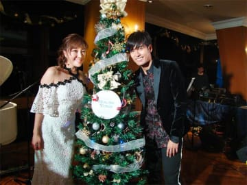 歌手のKさん(右)と、パーソナリティの平原綾香
