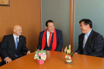 2020年東京オリンピックへ向けての夢を語り合った(左から)栄和人、アントニオ猪木、馳浩の各氏