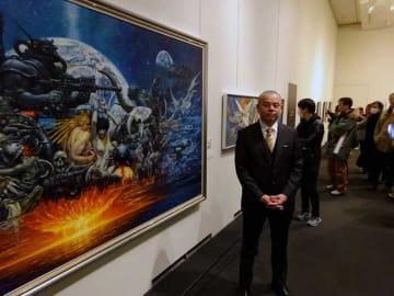 東京・上野の森美術館で始まった故・生賴範義さんの作品展。長男の太郎さん(写真)によると都内で初開催という=6日午前