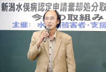 水俣病被害者・支援者連絡会が開いた集会で発言する高島章弁護団長=7日午後、熊本県水俣市