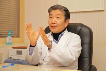 身体醜形障害について解説する鍋田恭孝先生