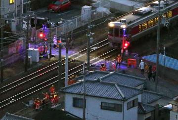 電動カートの高齢女性がはねられた現場=12日午後5時26分、兵庫県高砂市(共同通信社ヘリから)