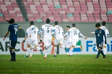 得点を喜ぶウズベキスタン代表の選手たち photo/Getty Images