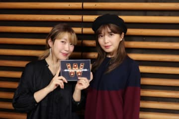 AAAの宇野実彩子さん(右)と、パーソナリティの坂本美雨