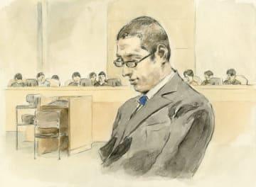 検察と弁護側の冒頭陳述を聞く被告(イラスト・赤間龍太)