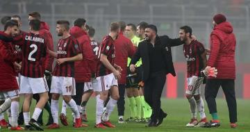 選手たちと勝利の喜びを分かち合うガットゥーゾ監督 photo/Getty Images