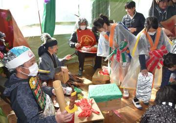 児童らが音楽室に竜宮城をイメージした飾り付けを施した、茶臼原小の特別授業
