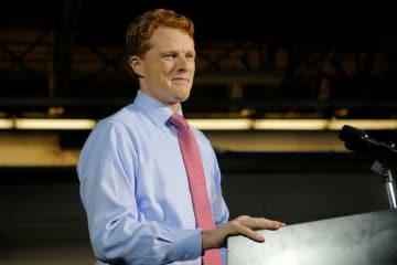 1月30日、米マサチューセッツ州で、トランプ大統領の一般教書演説への反対演説に臨む民主党のケネディ下院議員(ロイター=共同)