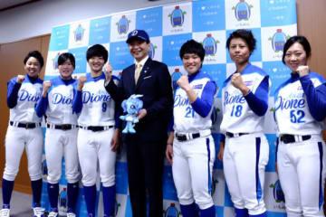 愛知ディオーネの選手が一宮市の中野正康市長を表敬訪問【写真提供:日本女子プロ野球リーグ】