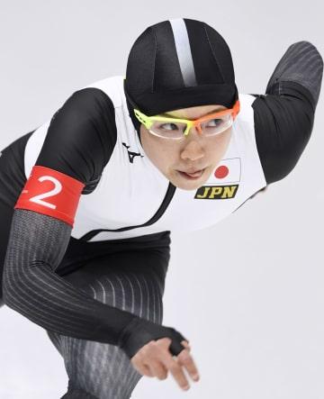 女子500メートル 記録会で滑走する小平奈緒=江陵(共同)