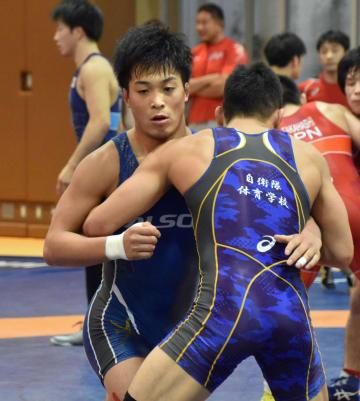 調整するグレコローマンスタイル60キロ級の太田忍=味の素ナショナルトレーニングセンター
