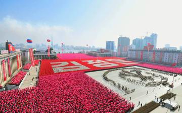 北朝鮮 軍事パレード 平壌 朝鮮人民軍創建 70年 記念日