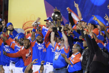 カリビアンシリーズで優勝し、喜ぶプエルトリコ代表の選手たち【写真:福岡吉央】