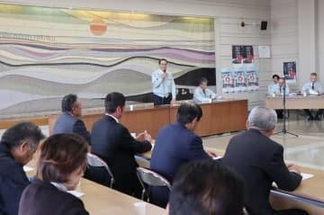 基金案の受け入れについて協議した会合=佐賀市西与賀町、佐賀県有明海漁協