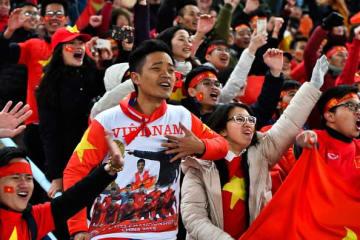 熱狂するベトナムのサポーター photo/Getty Images