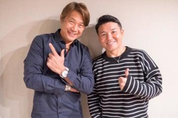 岡部哲也さん(左)と、パーソナリティの丸山茂樹