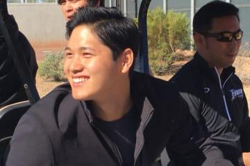 日本ハムのアリゾナでのキャンプを訪問したエンゼルスの大谷翔平【写真:盆子原浩二】