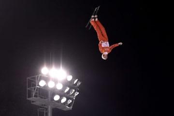 平昌五輪フリースタイルスキーの女子エアリアルで優勝したベラルーシのハナ・フスコワ=平昌(ゲッティ=共同)