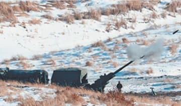 155ミリりゅう弾砲を放つ米軍=7日午後、陸上自衛隊日出生台演習場