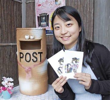 恋文ポストと考案者の篠崎さん