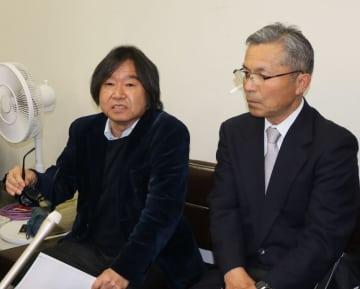 開門前提の和解協議を主張する開門派の堀弁護団事務局長(左)=福岡高裁