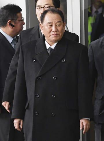 27日、北朝鮮に戻るためソウルのホテルを出発する金英哲朝鮮労働党副委員長(共同)