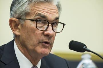 米下院金融委員会で証言するパウエルFRB議長=27日、米ワシントン(ゲッティ=共同)
