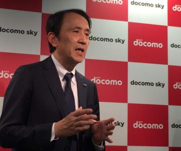 新開発の「ドローンプラットフォーム docomo sky」について、これまでのドローンビジネスを交えて説明するNTTドコモの中山副社長